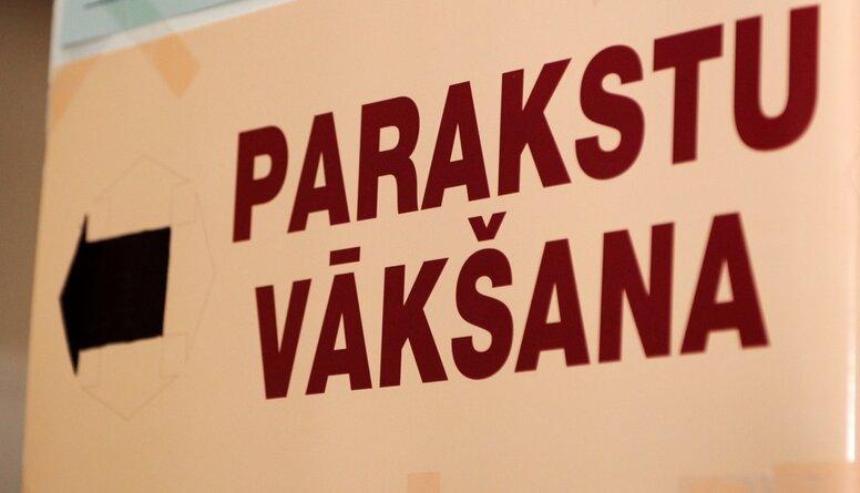 Viedoklis: Nauda parakstu vākšanai ir samaksāta par politiskajām spēlēm Rīgā