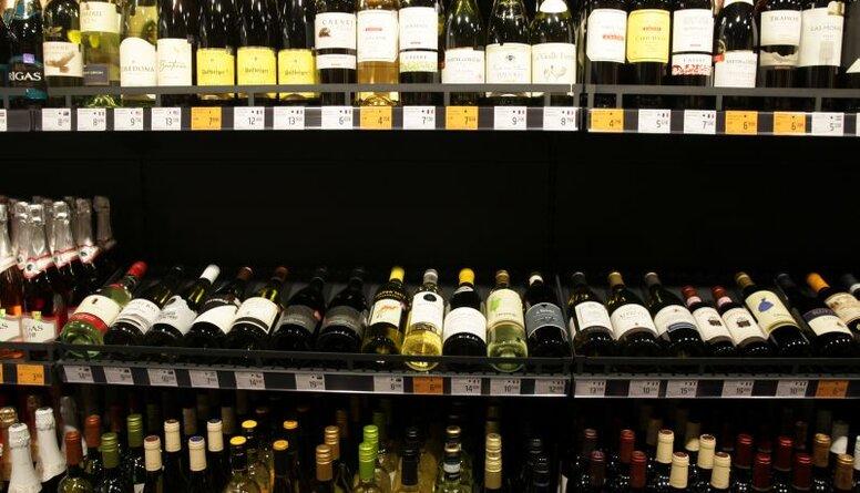 """Ja grib šo """"luksusa"""" preci, tad ir arī jāmaksā par to - Bikše par alkohola tirdzniecību"""