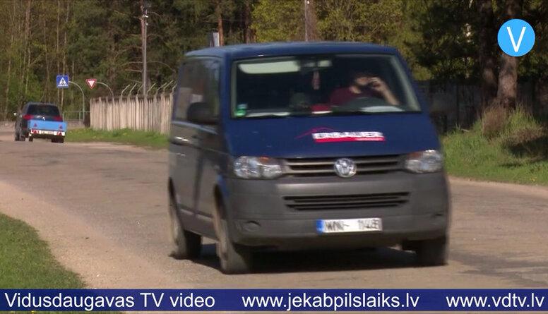 """Jēkabpils domes deputātu tur aizdomās par """"aplokšņu algu"""" maksāšanu"""
