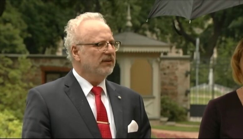 Valsts prezidents tikās ar piketa organizatoriem pie Baltkrievijas vēstniecības