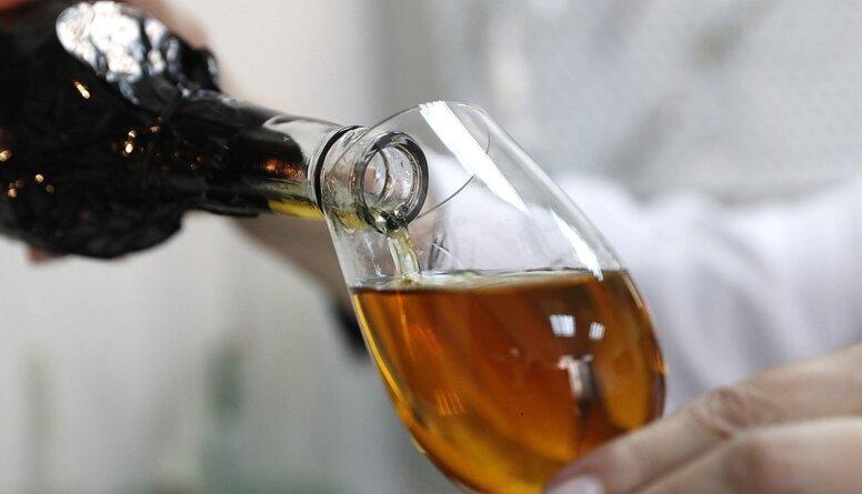 Alkohola tirdzniecība internetā. Čakša: Šie ir vislabākie apstākļi, lai veicinātu vardarbību ģimenē