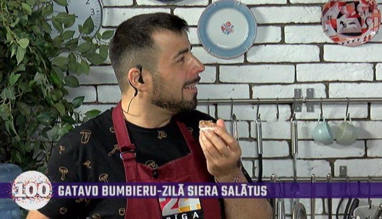 """Kareļins itālim Roberto iebaro """"albāņu ēdienu"""" - zefīru ar pastēti!"""