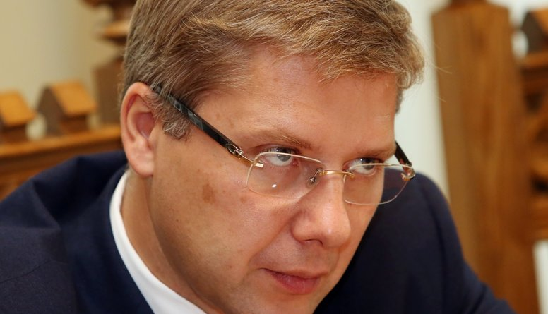 Zatlers: Neuzticības balsojumi turpināsies, kamēr Ušakovs pats atkāpsies