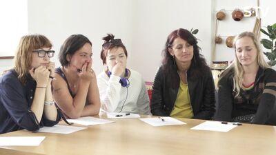 Ērkšķu meitenes prezentē sevi karjeras konsultantam