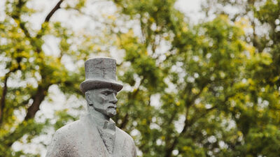 Kāpēc Rīgā nav Jānim Čakstem veltīts piemineklis?