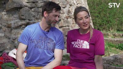 Alpīnistu pāris Kristīne un Kristaps par romatiku klinšu kāpšanā...
