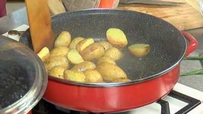 Veikli pagatavojamās vakariņas: Kartupeļi ar saulē kaltētiem tomātiem
