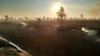 Ugunsdzēsēji jau 14 stundas cīnās ar ugunsgrēku Talsu novadā