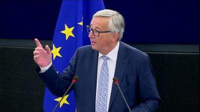 Dialoga trūkums starp Lielbritāniju un Latviju ir Junkera vaina, norāda Šnore