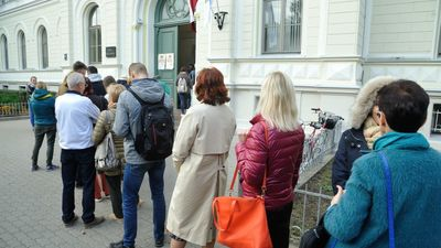 Aptauja: politiskajām partijām neuzticas 82% Latvijas respondentu