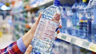 Uzzini, kā atpazīt vai pudelē iepildīts krāna vai avota ūdens!