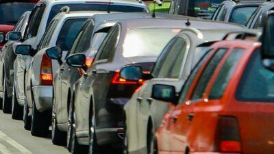 Valdība pētīs, kā palielināt auto nodokli
