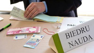 Publicists par to, kādēļ partijām finansējumu jāsaņem no valsts