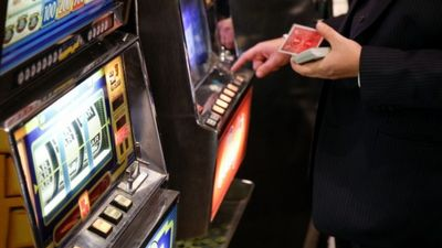 Neticami: Uz katru Latvijas iedzīvotāju azartspēļu zālēs zaudēti 150 eiro!