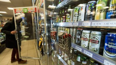 Vai Latvijai vajag samazināt akcīzes nodokli alkoholam?