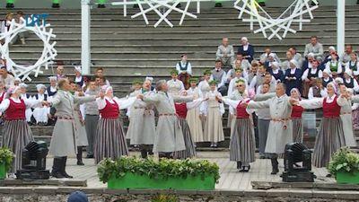 "Izdejots tautas deju festivāls ""Eima, eima!"""