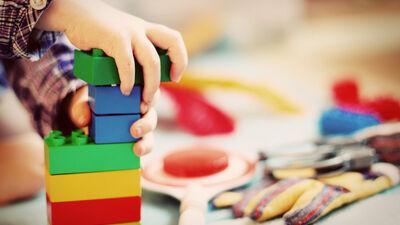 Pašvaldības bērnudārzos jānodrošina apmācības latviešu valodā