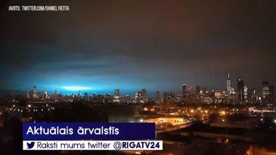 """Interesanti: Ņujorkiešu pārsteidz """"citplanētiešu"""" gaismas"""