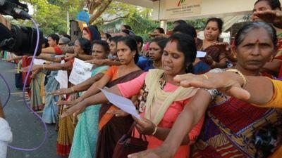 620 kilometru dzīvā ķēdē sievietes Indijā iestājas par dzimumu līdztiesību