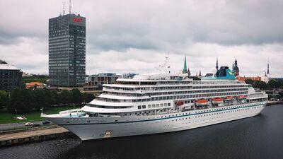 Pēc pusotra gada pārtraukuma Rīgas ostā piestāja kruīza kuģis MS AMERA