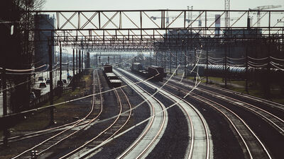 """Dombrovskis: """"Rail Baltica"""" projektam pastāv iespēja zaudēt ES līdzekļus"""