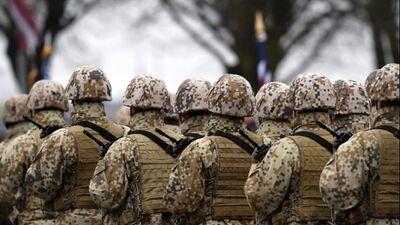 Slakteris: Obligātā militārā dienesta prasība ir veco laiku domāšana