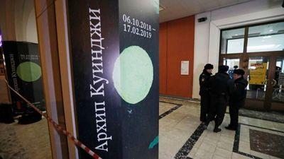 Apmeklētāju acu priekšā nozog gleznu no Tretjakova galerijas Maskavā