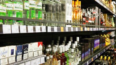 Ārstu biedrība mudina akcīzes nodokli alkoholam celt straujāk