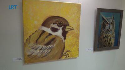 Dobelē atklāta mākslas skolas pedagogu mazās formas darbu izstāde