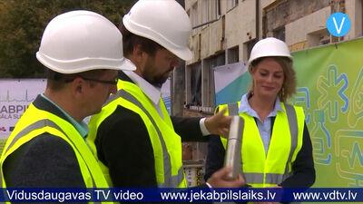 Jēkabpils slimnīcas Uzņemšanas nodaļas pamatos iemūrē kapsulu ar vēstījumu nākamajām paaudzēm
