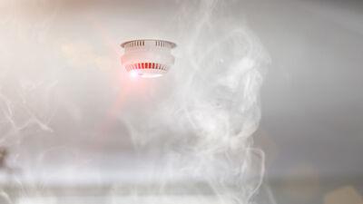 Ar 2020. gadu katrā mājā jābūt uzstādītiem dūmu detektoriem