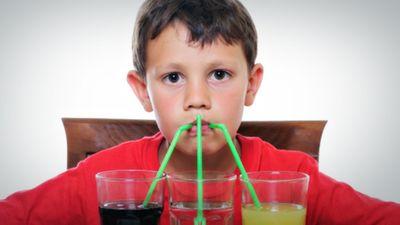 Kā bērnu atradināt no saldināto dzērienu lietošanas?