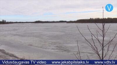 Pļaviņās apsver ledus spridzināšanu Daugavā