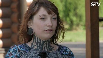 Olga atklātī par savu atkarību - zāles pīpēšanu