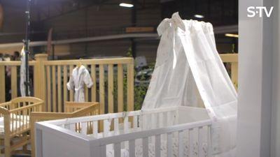 Kā izvēlēties pirmo gultiņu bērniņam?
