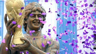 Buenosairesā atklāta Maradonas statuja