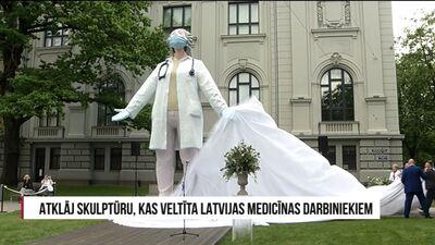 Atklāj skulptūru, kas veltīta Latvijas medicīnas darbiniekiem