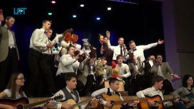 """Dobeles Valsts ģimnāzijas puišu ansamblis """"KPTT"""" izdzied pirmo desmitgadi"""