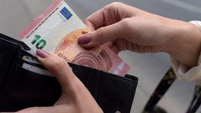 Eksperti par skaidras naudas aprites ierobežošanu