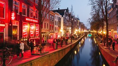 """Amsterdamas """"sarkano lukturu"""" kvartāls varētu kardināli mainīties"""