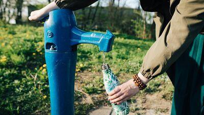 Rīgā parādījušies pirmie publiskie dzeramā ūdens krāni