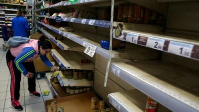 Spānijas veikalos panikā izpērk vīnu un šokolādi