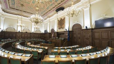 Cik svarīgs ir deputātu vietu sadalījums Saeimas sēžu zālē?