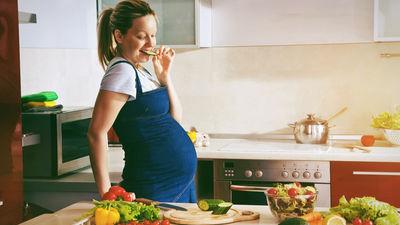Uzturs grūtniecības laikā: Ar ko būt uzmanīgai?