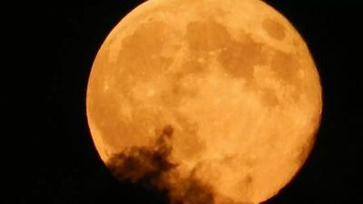 """Piektdien debesīs būs redzams neparasts fenomens - """"Ražas mēness"""""""