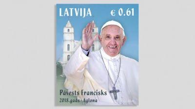 """Par godu pāvesta Franciska vizītei """"Latvijas pasts"""" izdevis jaunu pastmarku un aploksni"""