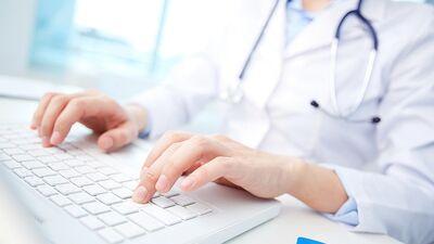 Mediķu atalgojums ir prioritārs, piekrīt Parādnieks