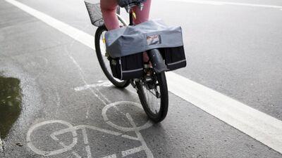 """""""Čaka iela slāpst..."""" Mārtiņš Kossovičs par pagaidu velojoslu Čaka ielā"""