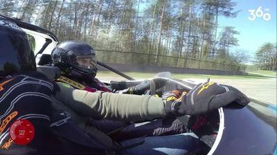 Kurš auto 100 km/h sasniedz 3 sekundēs?