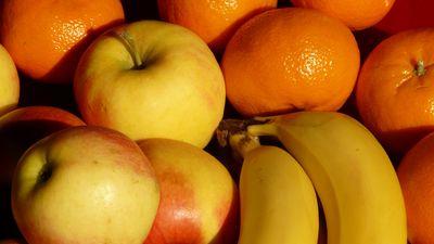 Kādēļ jāmazgā arī mandarīni un banāni?